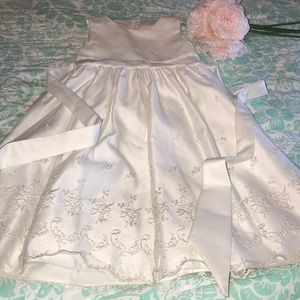 Other - Flower Girl Dress - Size 6/7 🌸
